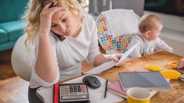 Mère de famille débordée par son budget.