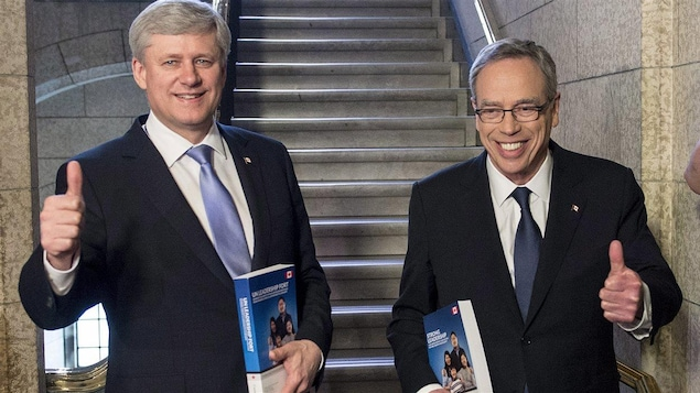 Stephen Harper et le ministre des Finances, Joe Oliver.