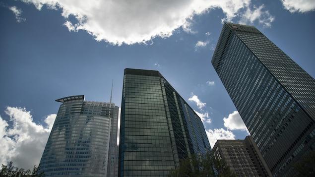 Plusieurs tours de bureaux du centre-ville de Montréal.