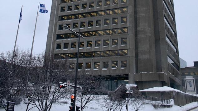 Un immeuble de bureaux du gouvernement du Québec.