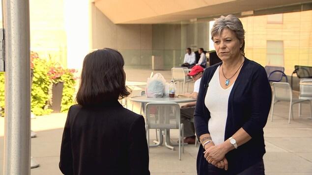 Nicole Buret en entrevue.
