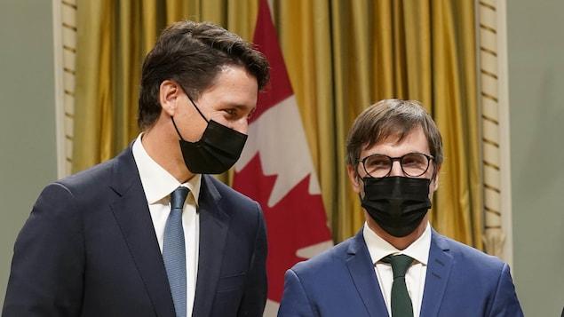 Plan moyen de Justin Trudeau et de Steven Guilbeault.