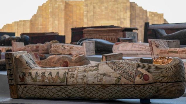 Les sarcophages exposés.