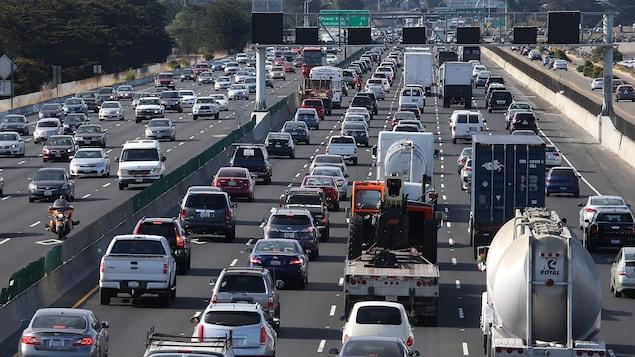 Trafic routier sur une autoroute de Californie à Berkeley.
