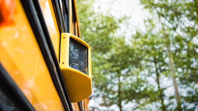 Une caméra sur un autobus scolaire.