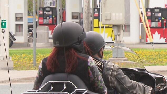 Camille René, 24 ans, était passagère d'une motocyclette à l'occasion d'une promenade organisée par le regroupement Dégénération à laquelle ont pris part près de 500 motocyclistes. Les participants ont effectué le trajet entre Saint-Louis-de-Blandford et Bécancour.