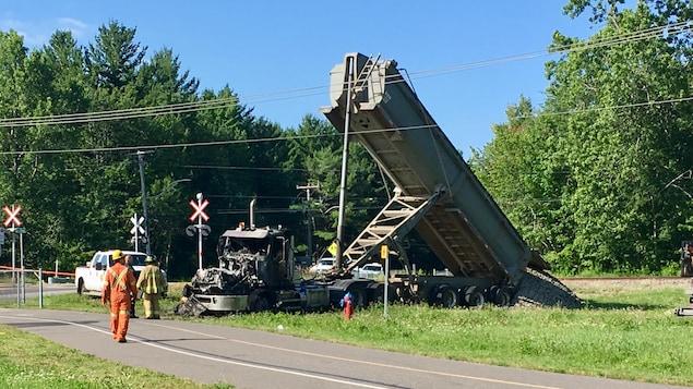 Camion complètement brûlé