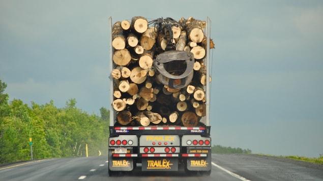 Les scieries du Nouveau-Brunswick exportent 70 % de leur bois d'oeuvre aux États-Unis. L'industrie compte 22 000 emplois.