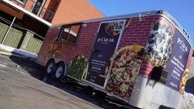 Un camion de cuisine de rue.