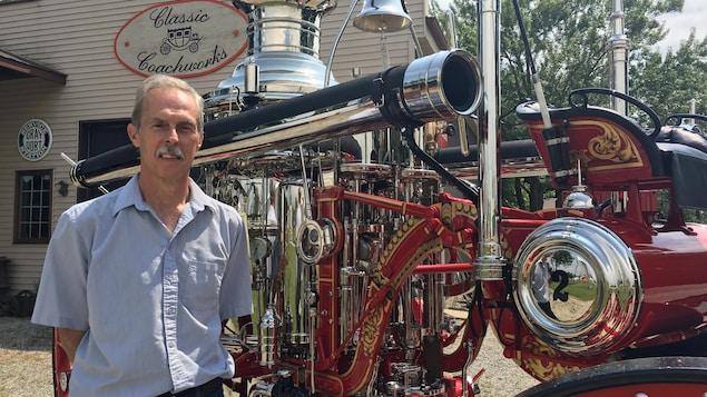 Stan Uher, le propriétaire de Classic Coachworks, a travaillé 19 mois sur la restauration du camion de pompiers.