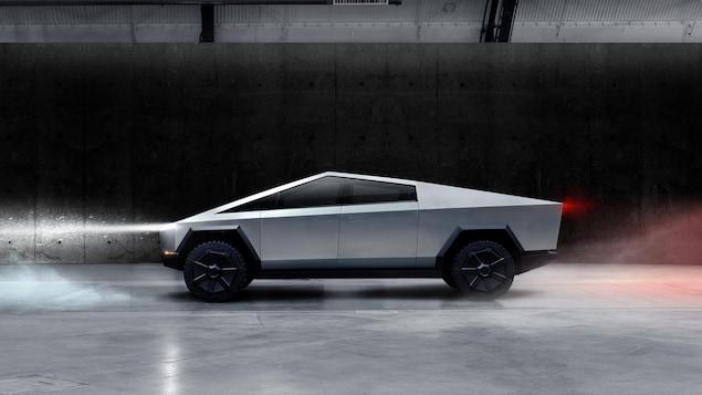 Le design de la camionnette est fait uniquement de lignes droites, ce qui lui donne une allure futuriste.