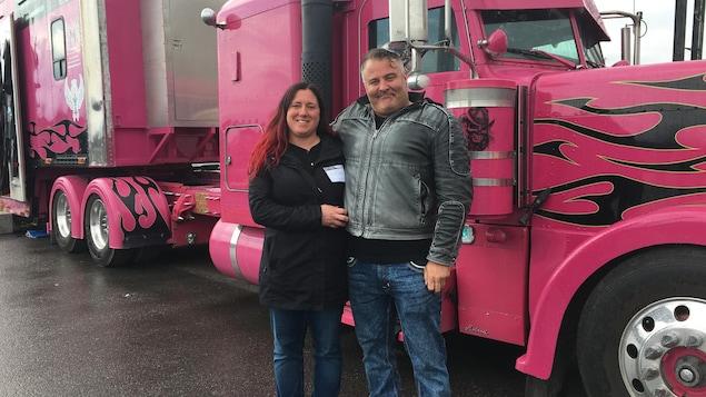 Le camionneur Patrick Forgues et sa conjointe Kareen Lapointe.