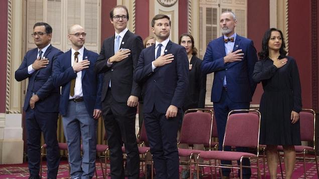 Les députés de Québec Solidaire après avoir prêté serment à l'Assemblée nationale le mercredi 17 octobre 2018.