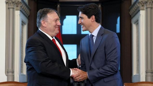 Le secrétaire d'État Mike Pompeo avec le premier ministre Justin Trudeau à Ottawa