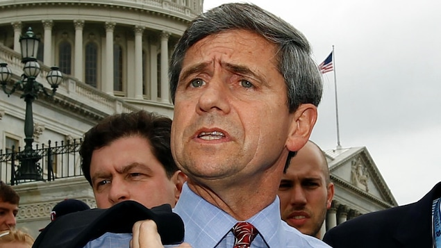Joe Sestak devant le Capitole de Washington.