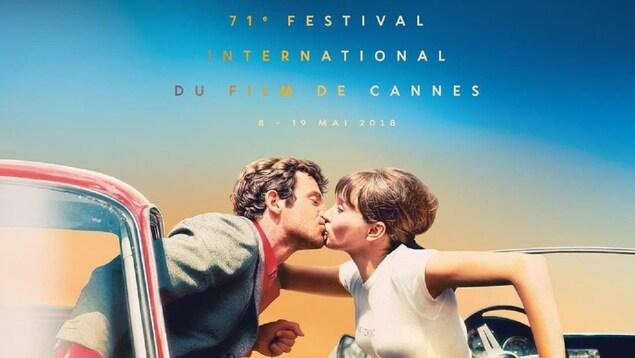 Jean-Paul Belmondo et Anna Karina s'échangent un baiser dans «Pierrot le fou», film réalisé par Jean-Luc Godard en 1965.