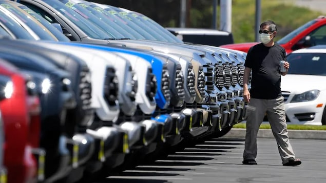The price of cars has risen by five per cent in the year up to May, pushing Canada's overall inflation rate to its highest point since 2011.