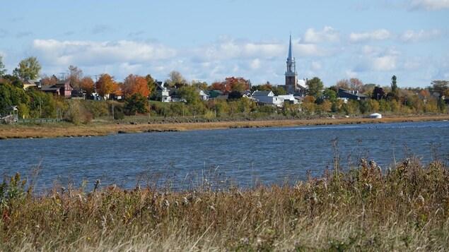Vue sur Carleton-sur-Mer à l'automne.