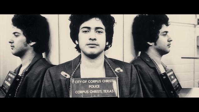 Photos d'identification judiciaire d'un jeune homme.