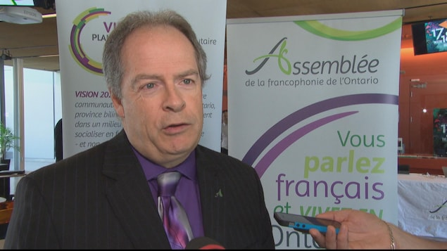 Carol Jolin, président de l'Assemblée de la francophonie de l'Ontario, en point de presse.