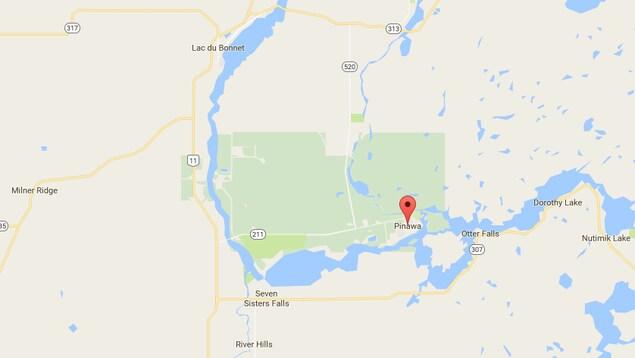 La communauté de Pinawa est située à 110 kilomètres au nord-est de Winnipeg près de Lac du Bonnet.