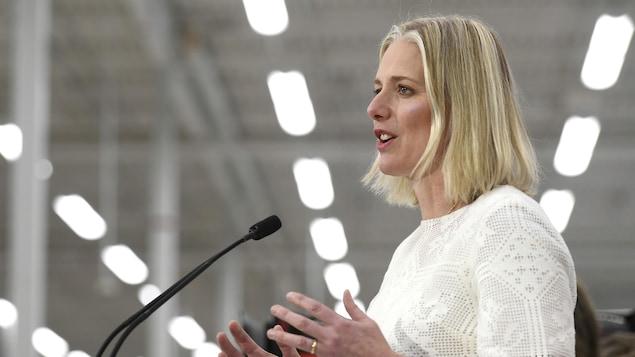 La ministre Catherine McKenna lors d'une allocution.