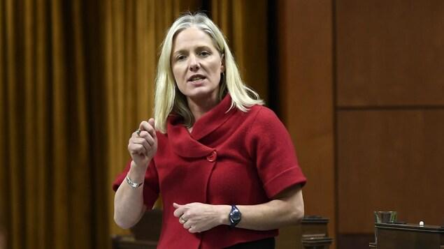La ministre de l'Infrastructure et des Collectivités, Catherine McKenna, à la Chambre des communes.