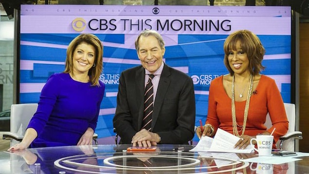 Norah O'Donnell, Charlie Rose et Gayle King sourient sur le plateau de l'émission «CBS This Morning»