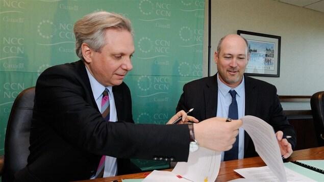 Le premier dirigeant de la CCN, Mark Kristmanson (au premier plan).