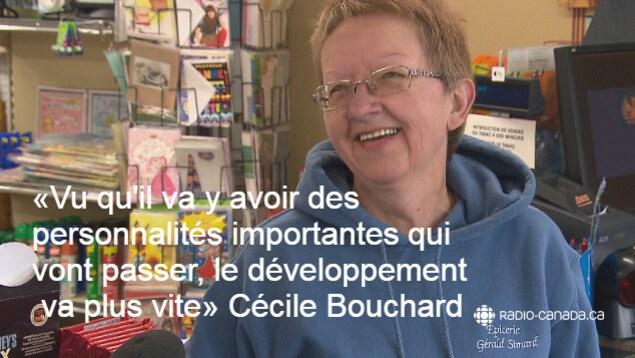 Cécile Bouchard souriante.