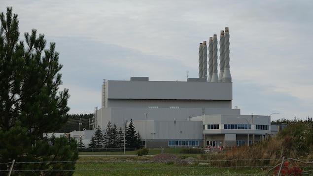 La centrale thermique avec ses six cheminées en septembre.