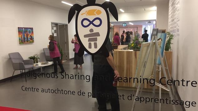 Le logo du Centre autochtone de partage et d'apprentissage est une tortue.