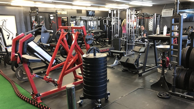 Un gym ou centre de conditionnement physique.