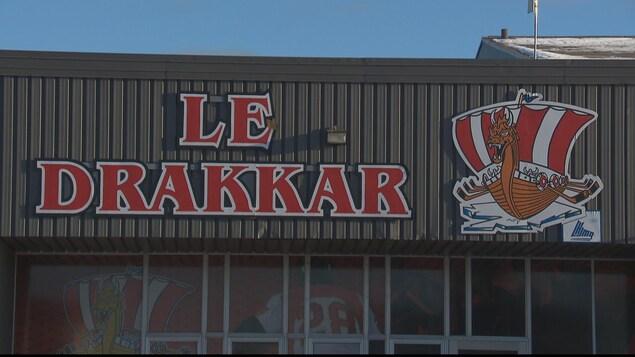 Le logo du Drakkar est sur la façade du Centre Henry-Leonard.