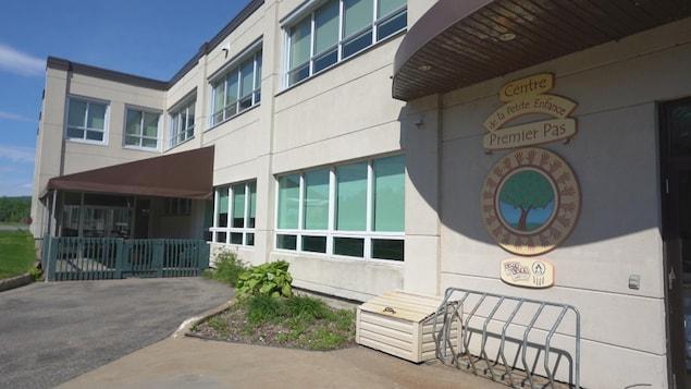 La façade avant du Centre de la petite enfance Premier pas à La Tuque.
