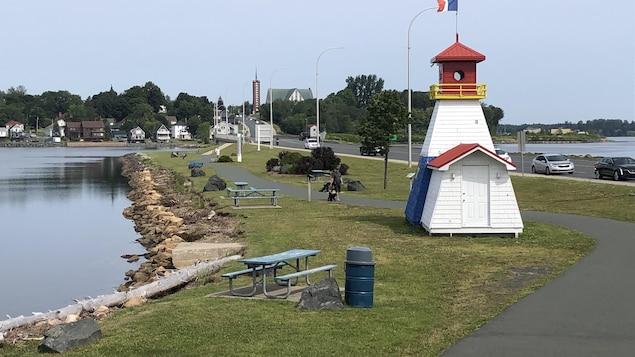 Photo d'un petit phare au centre-ville de Bathurst.