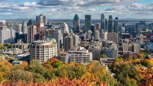 Le centre-ville de Montréal, vu du mont Royal.