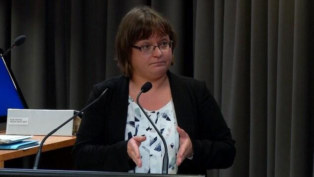 Me Catherine Dumais, qui présente le mémoire du DPCP devant la Commission Chamberland.