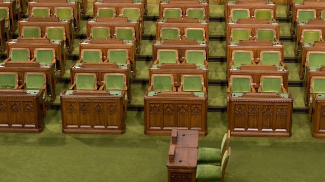 Les sièges vides des députés à la Chambre des communes à Ottawa.
