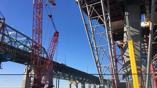 Si le nouveau pont n'est pas fini à temps en décembre 2018, il faudra dépenser de 200 à 250 millions de dollars pour rafistoler l'ancien.