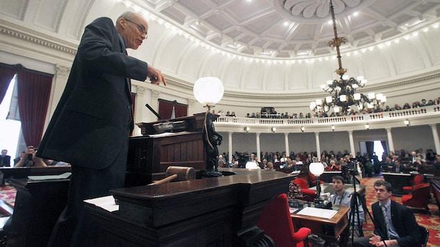 Bill McKibben s'adresse aux élus du Vermont en 2013.