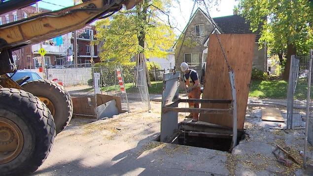 Un ouvrier sur un chantier.