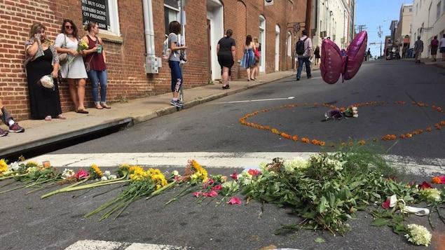 Le silence est lourd là où une femme a été frappée par la voiture samedi.