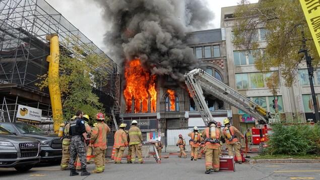Incendie majeur boulevard Saint-Laurent