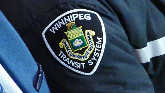 La photo de l'écusson d'un chauffeur d'autobus bus de Winnipeg Transit.