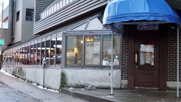 La porte d'entrée du restaurant Chez Gréco, à Rimouski.