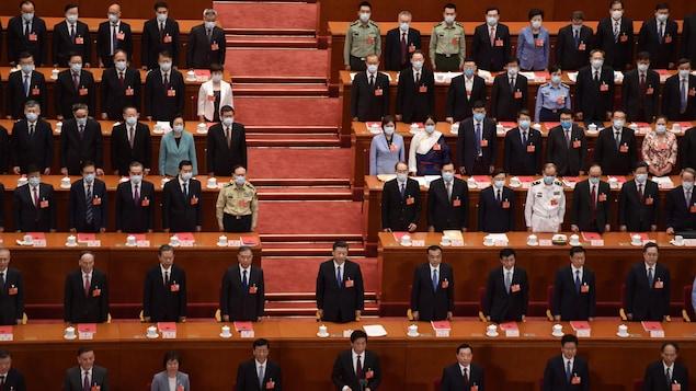 Le président chinois Xi Jinping (Centre) à  l'Assemblée populaire nationale à Pékin.