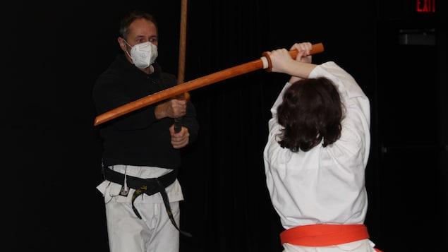 Christian Héno dans une session d'art martial.