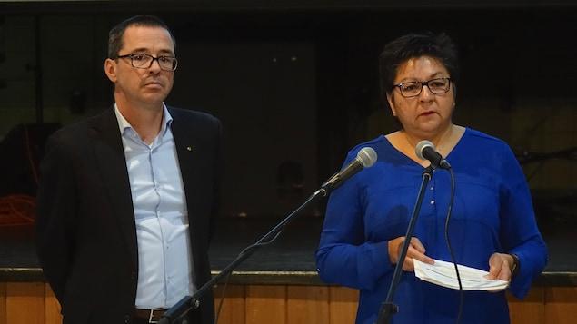 Christian Leblanc, procureur en chef, et Janett Mark, responsable des relations avec les Autochtones pour la commission.
