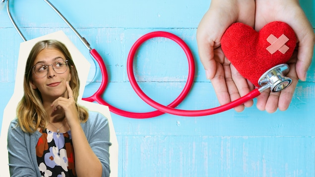 Deux mains tiennent un coeur en peluche avec un pansement et un stéthoscope.